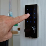 quanto custa fechadura eletrônica apartamento Olímpico